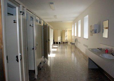 Salle de toilettes et douches